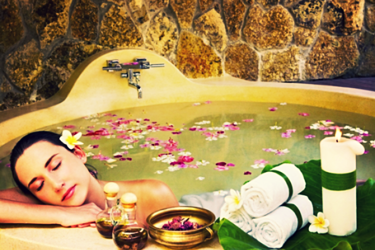 ванна с эфирными маслами - фото