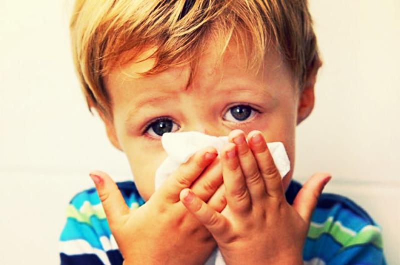 воняет из носа маленького ребенка